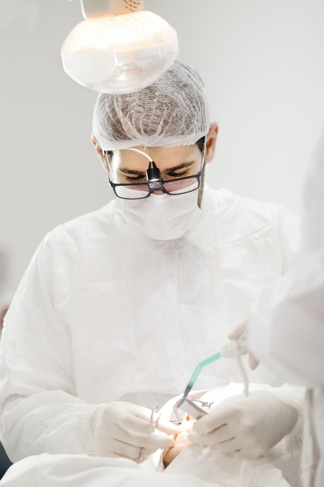 Odrzucenie-implantu-zebowego